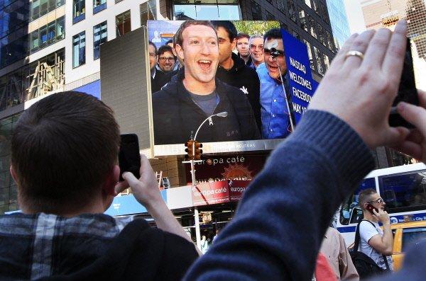 Des investisseurs qui s'estiment lésés par l'entrée en Bourse ratée de Facebook...