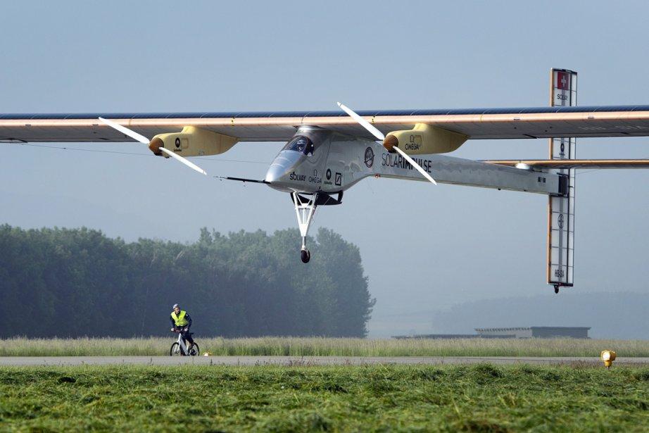 L'appareil piloté par André Borschberg, un pilote professionnel... (Photo: Laurent Gillieron, AP)