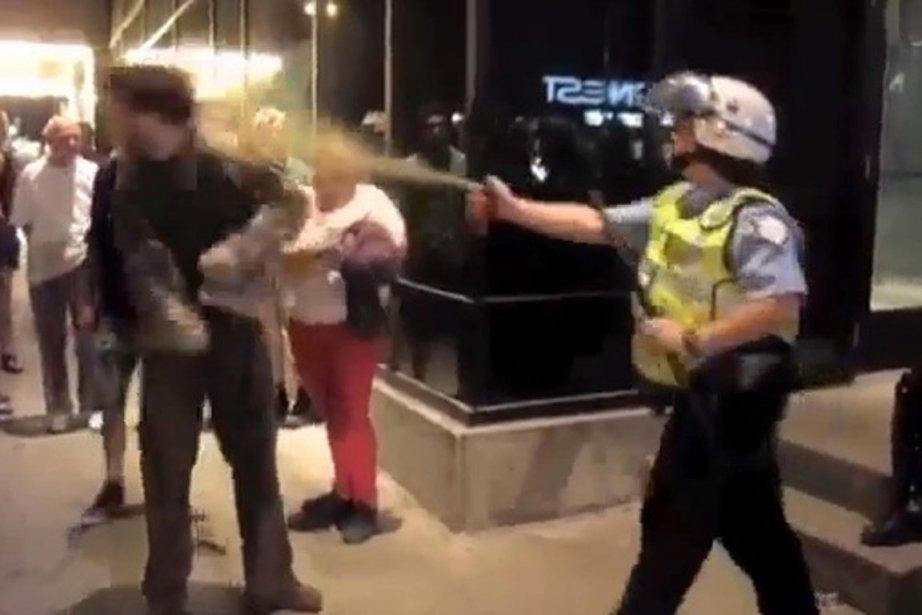 Vidéo YouTube montrant la constable 728 au centre... (Photo: capture d'écran)