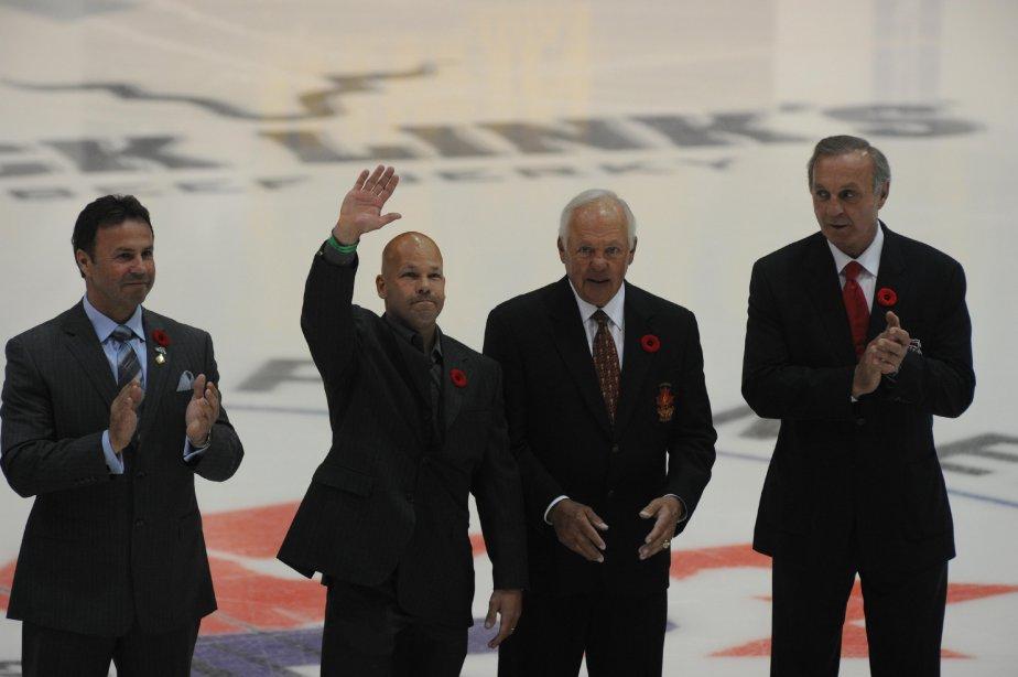 Le maire de Shawinigan, Michel Angers, l'ancien joueur des Cataractes, Patrice Lefebvre, Yvan Cournoyer, et Guy Lafleur. (Photo: Sylvain Mayer)