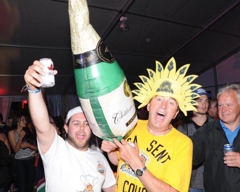 L'heure était au champagne. (Photo: Sylvain Mayer)