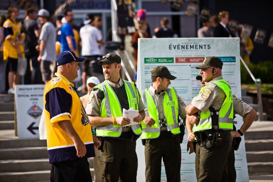 Les policiers de la Sûreté du Québec étaient bien présents au Centre Bionest. La Sûreté du Québec ne déplore aucun incident. (Photo: Olivier Croteau)
