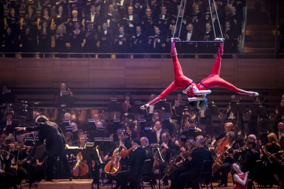 Le Cirque Éloize, hier soir, à la ... (Photo: Olivier Pontbriand, La Presse)