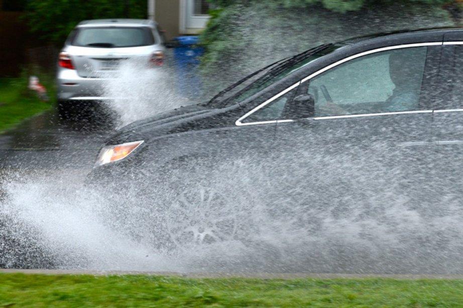 Montréal et sa région ont été victimes d'importantes inondations, à la suite de violents orages, le 29 mai. (Photo: Bernard Brault, La Presse)
