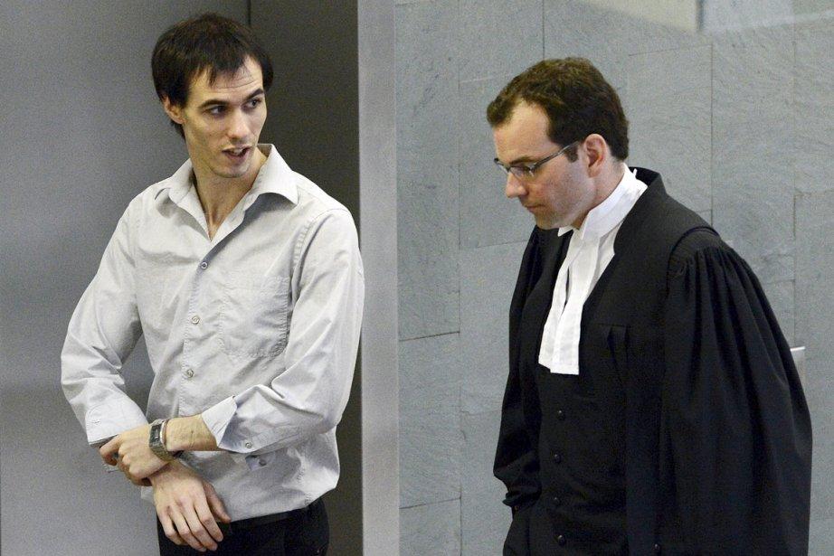 Jean-François Morasse (à gauche) poursuit Gabriel Nadeau-Dubois pour...
