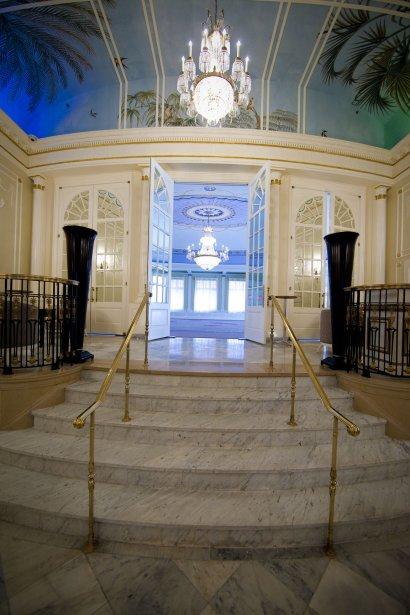 Salle de bal: les premières réservations pour les bals de finissants en juin avaient été faites avant même la fin des travaux. Au cours des prochaines semaines, la salle de bal peinte avec des tons de lilas sera donc grandement sollicitée. (Photo André Pichette, La Presse)