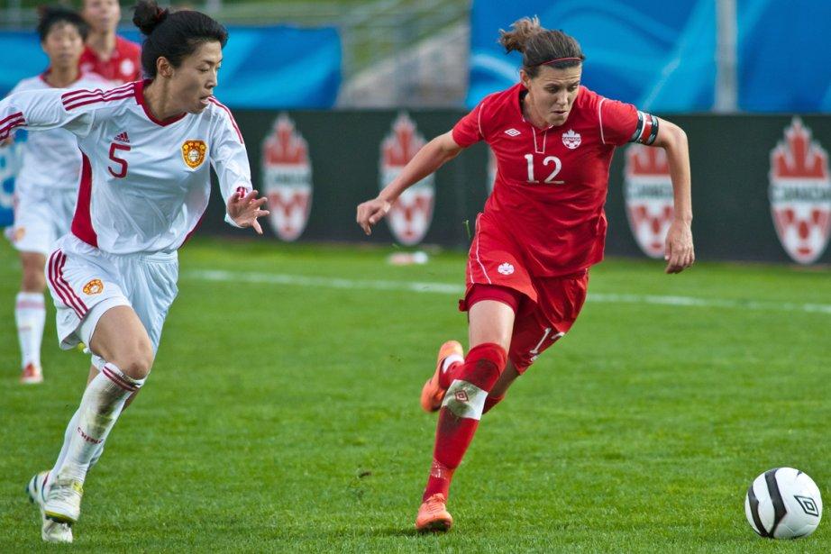 La capitaine de l'équipe canadienne de soccer féminin,... (Photo: PC)