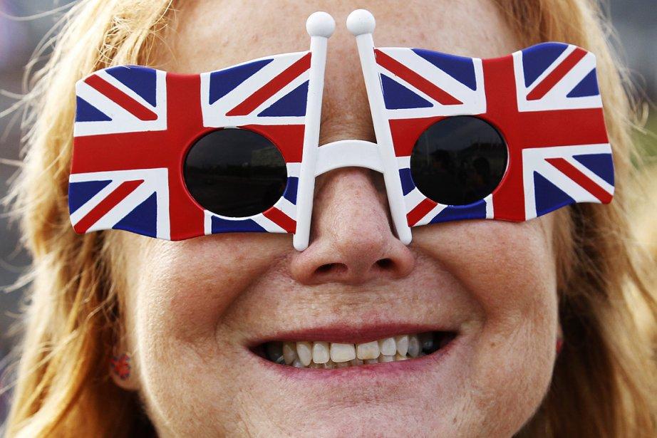 Une Britannique participe aux festivités de la reine... (Photo: Reuters)