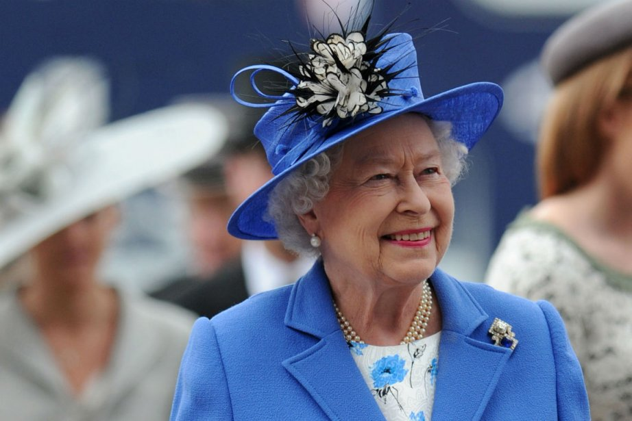 Élisabeth II...