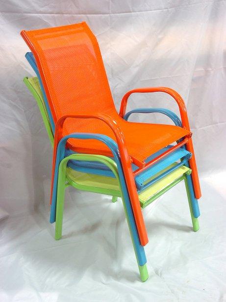 Osez la couleur dans le jardin sophie gall d co - Chaise enfant exterieur ...