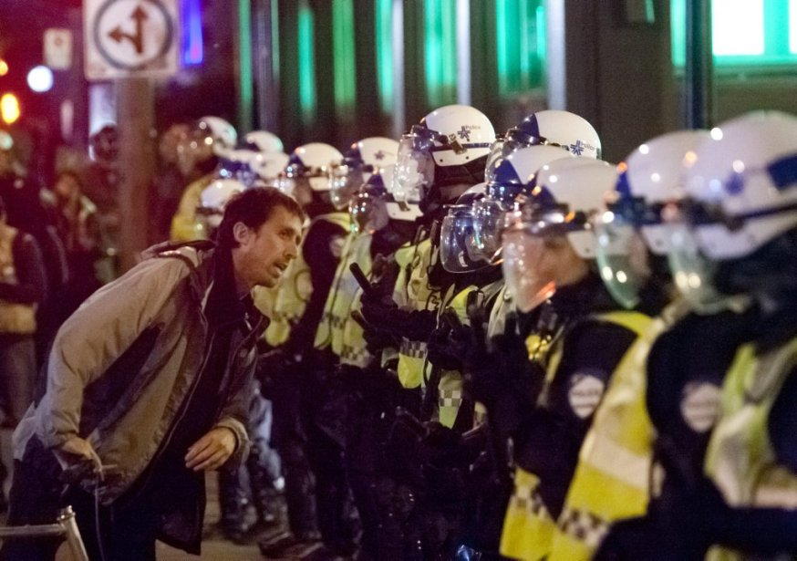 Environ 200 manifestants ont pris la rue pour un 41ème... | 2012-06-03 00:00:00.000