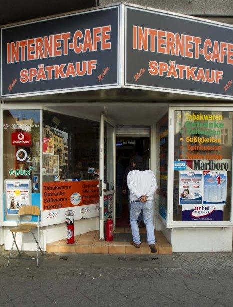 Le Canadien le plus recherché de la planète a été repéré par un témoin alors qu'il utilisait les services d'un café internet de la rue Karl-Marx-Strasse, situé dans le quartier populaire de Neukölln, dans le sud de la capitale. | 4 juin 2012