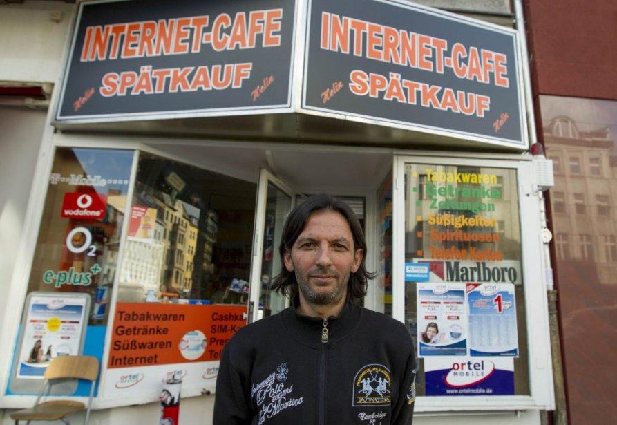 Kadir Anlayisli est l'employé de ce cybercafé qui a reconnu Magnotta, qui a utilisé l'ordinateur près duquel il se tient. | 4 juin 2012