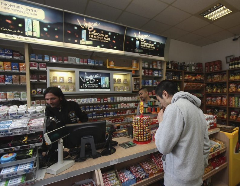 Kadir Anlayisli est l'employé, à la caisse, qui a reconnu Magnotta. | 4 juin 2012