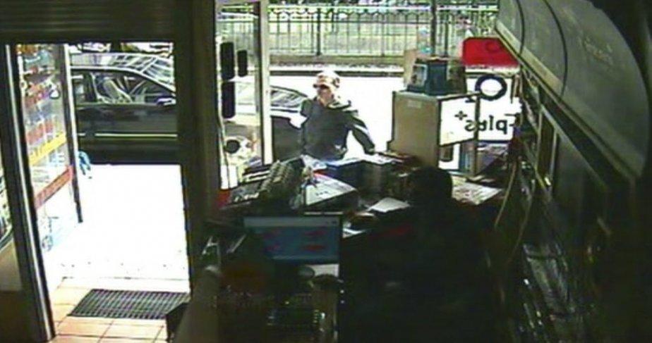 Luka Rocco Magnotta à son arrivée au café internet où... | 2012-06-05 00:00:00.000