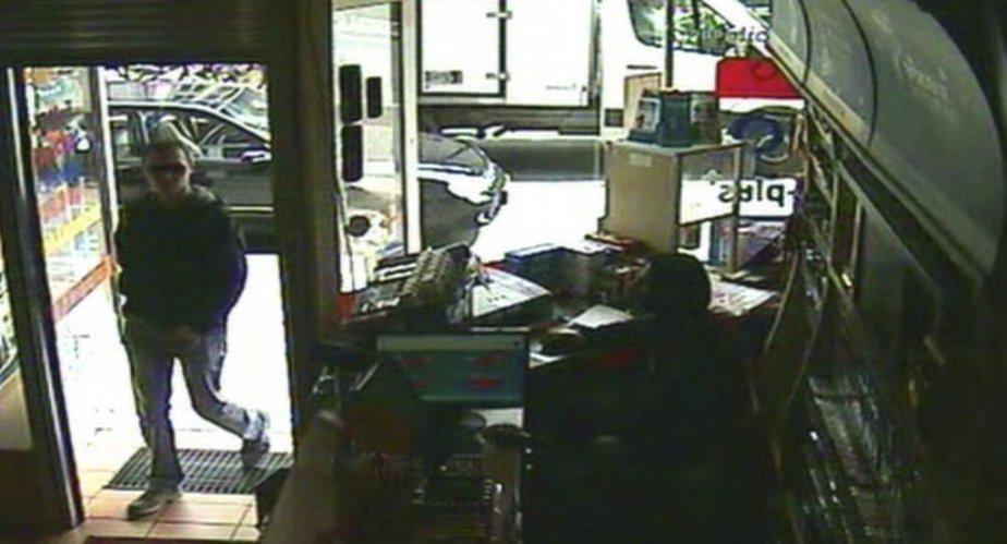 Luka Rocco Magnotta à son arrivée au café internet où il a été arrêté. | 5 juin 2012