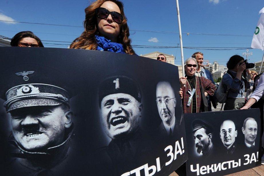 Des activistes qui manifestent contre la loi anti-manifestation... (Photo: Andrey Smirnov, AFP)
