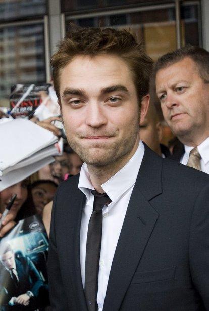 Robert Pattinson était présent au Bell Lightbox Theatre de Toronto... | 2012-06-07 00:00:00.000