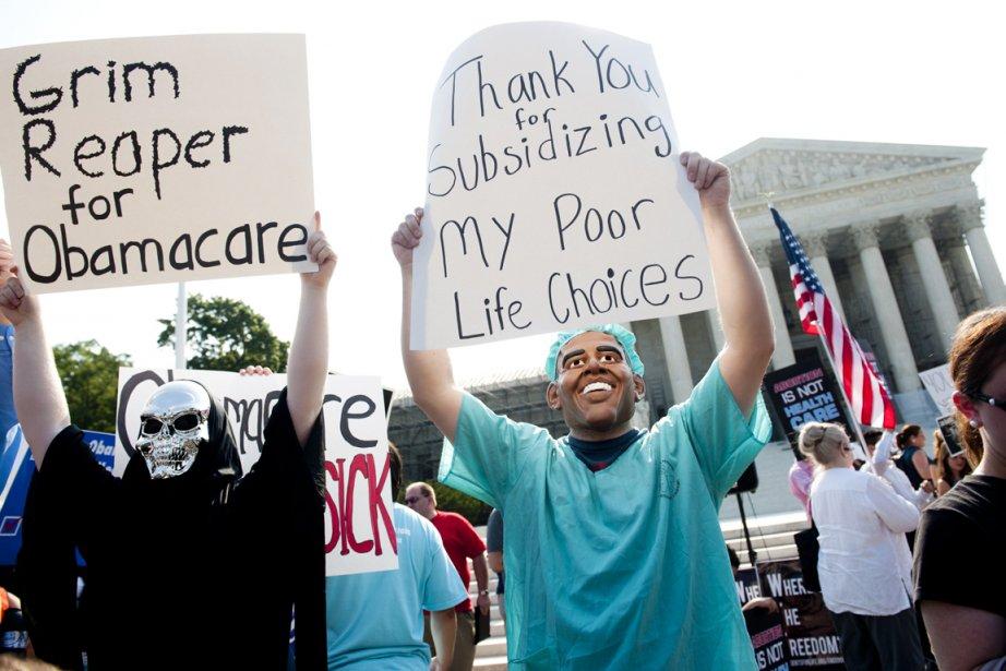 Deux opposants à la réforme santé du président démocrate: l'un personnifiant la mort, l'autre un Barack Obama déguisé en médecin. | 28 juin 2012