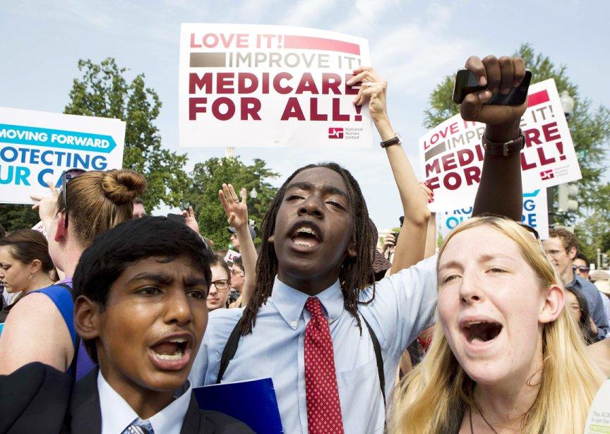 Des partisans de la réforme santé célèbrent la décision de la Cour suprême. | 28 juin 2012