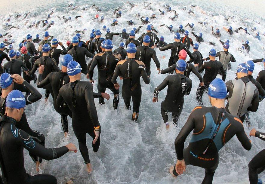 Départ de l'épreuve de natation du triathlon de Nice | 29 juin 2012
