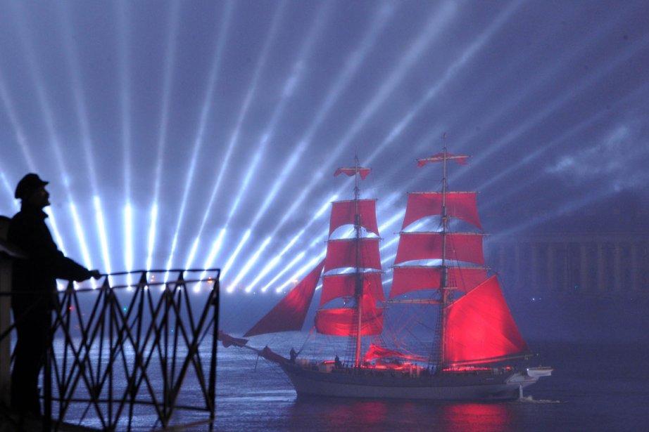 Spectacle laser sur la Néva à Saint-Pétersbourg en Russie | 29 juin 2012