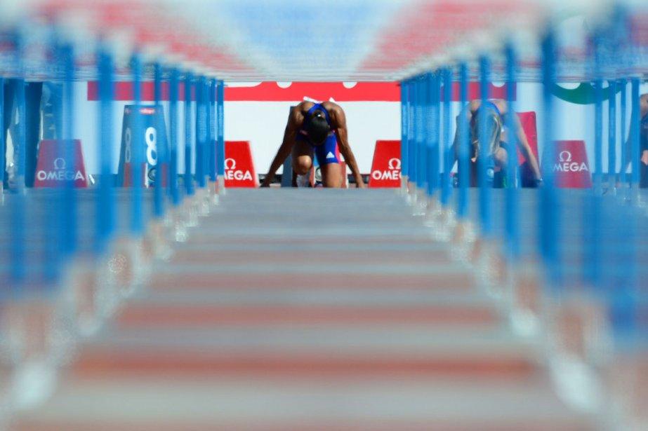 La Française Alice Decaux au bloc de départ du 100 mètres haies lors des qualifications olympiques d'athlétisme à Helsinki en Finlande. | 29 juin 2012