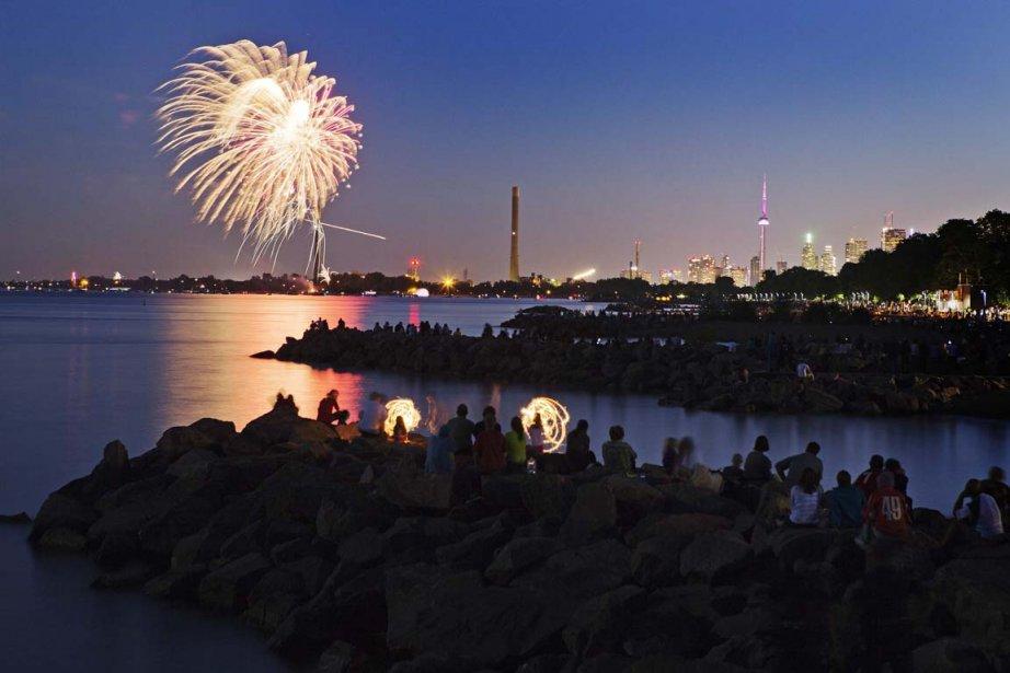 Des feux d'artifice au-dessus de Toronto pour la...