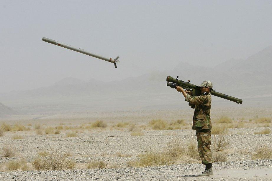 Sur cette photo d'archives, un militaire iranien teste... (Photo: archives AFP)
