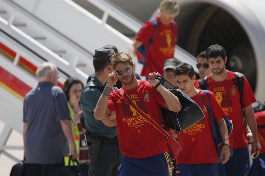 Sergio Ramos et ses coéquipiers à leur arrivé... (Photo : Susana Vera, Reuters)
