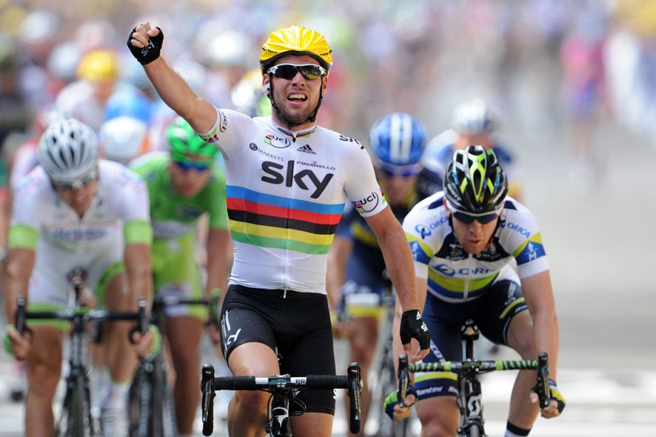 Le Britannique Mark Cavendish (à l'avant-plan) célèbre sa... (Photo: AFP)