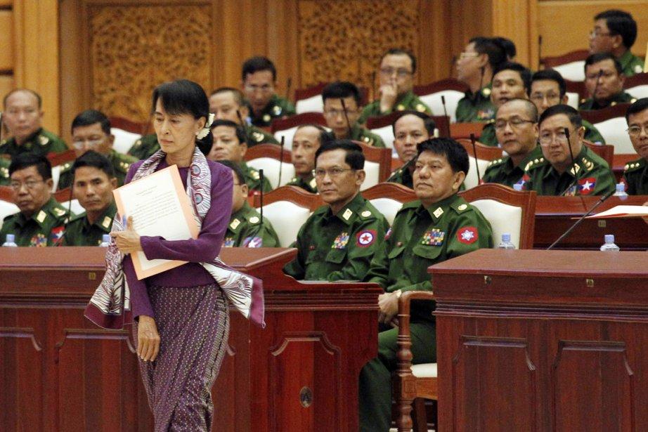 Aung San Suu Kyi, que l'on voit ici... (Photo: Soe Zeya Tun, Archives Reuters)