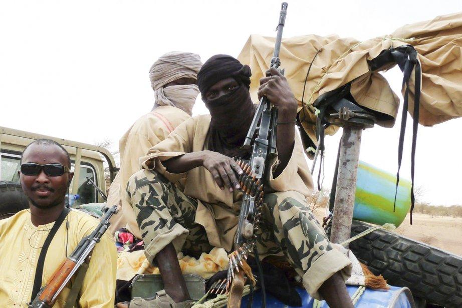 Des combattants d'Ansar Dine, photographiés à Gao, le... (Photo: Adama Diarra, Reuters)