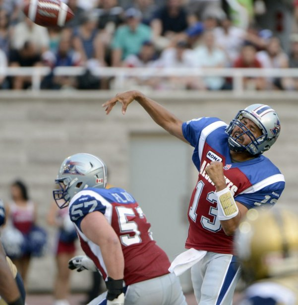 Anthony Calvillo et Scott Flory des Alouettes face aux Blue Bombers en 1re demie au stade Percival Molson de l'université McGill. (Photo Bernard Brault, La Presse)