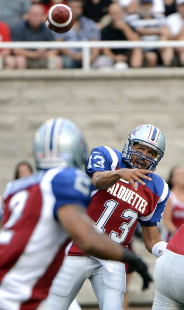Anthony Calvillo des Alouettes face aux Blue Bombers en 1re demie au stade Percival Molson de l'université McGill. (Photo Bernard Brault, La Presse)