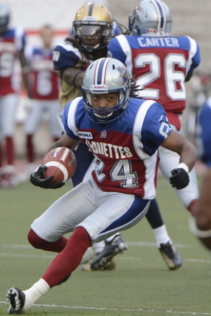 Trent Guy des Alouettes face aux Blue Bombers en 1re demie au stade Percival Molson de l'université McGill. (Photo Bernard Brault, La Presse)