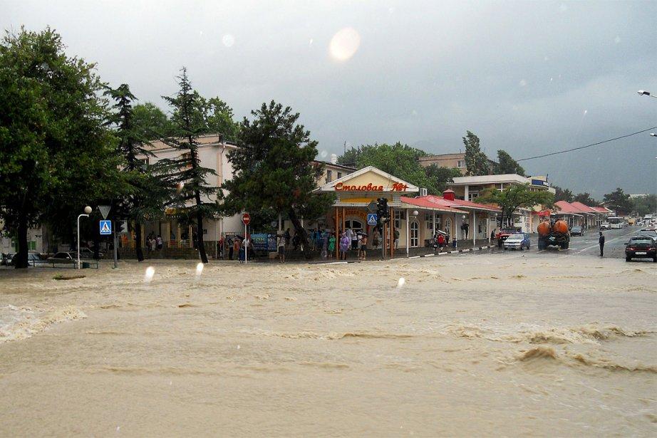 Des pluies torrentielles et de violentes crues ont balayé une... | 2012-07-07 00:00:00.000