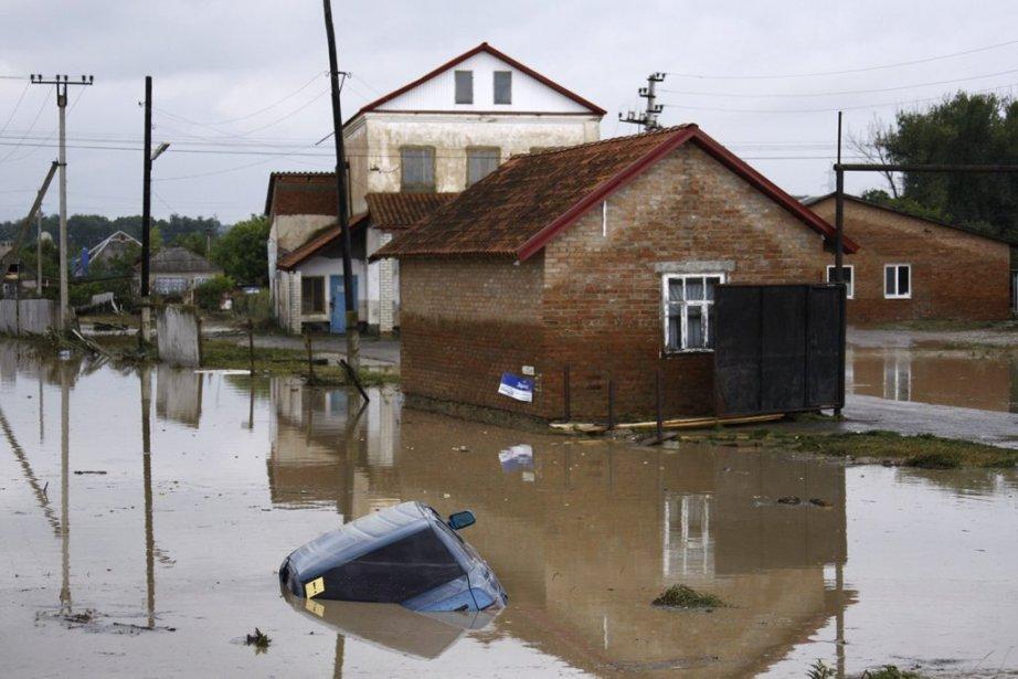 Des pluies torrentielles et de violentes crues ont balayé une région du sud-ouest de la Russie, le Krasnodar. | 7 juillet 2012