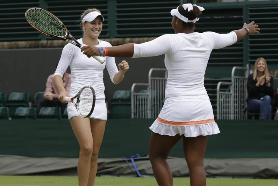Eugénie Bouchard (à gauche) a mis la touche... (Photo: AP)