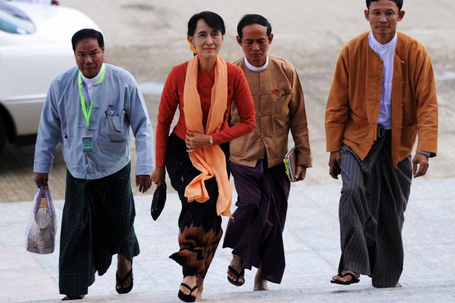 En Birmanie, l'opposante politique Aung San Suu Kyi.... (Photo AFP)