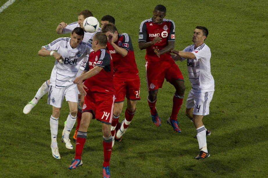 Dunfield a marqué le but de la victoire,... (Photo Chris Young, La Presse Canadienne)
