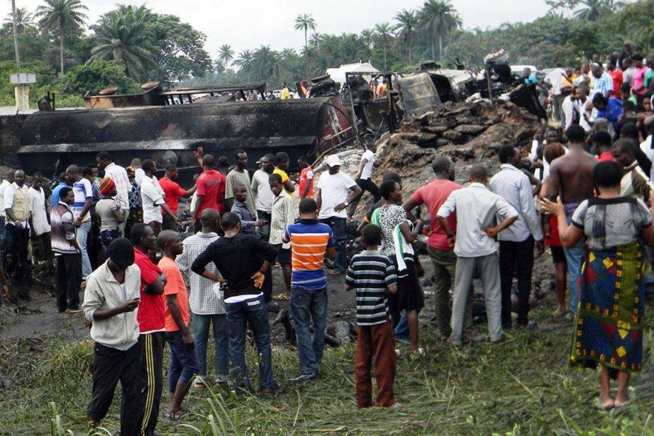 Au moins 100 personnes sont mortes et une cinquantaine ont été... (Photo AFP)