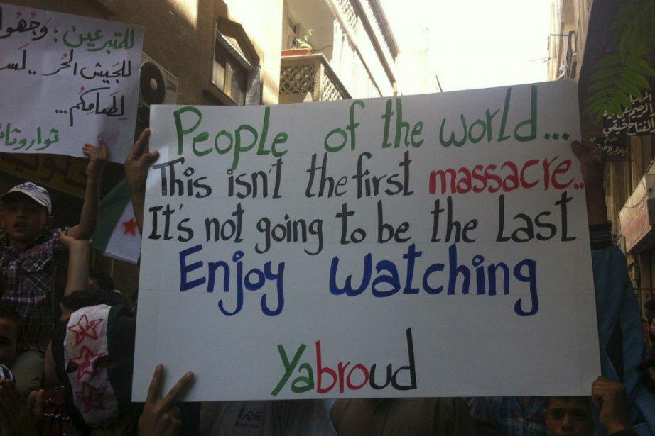 Des manifestants syriens à Yabroud, près de Damas,... (PHOTO REUTERS)