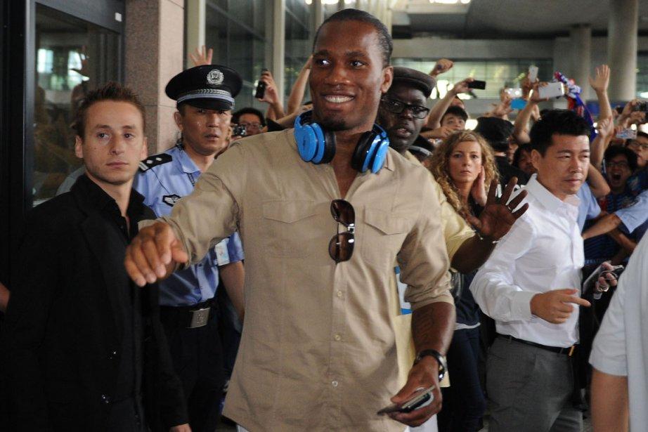 Entouré d'un important dispositif de sécurité, Didier Drogba... (Photo : Peter Parks, AFP)