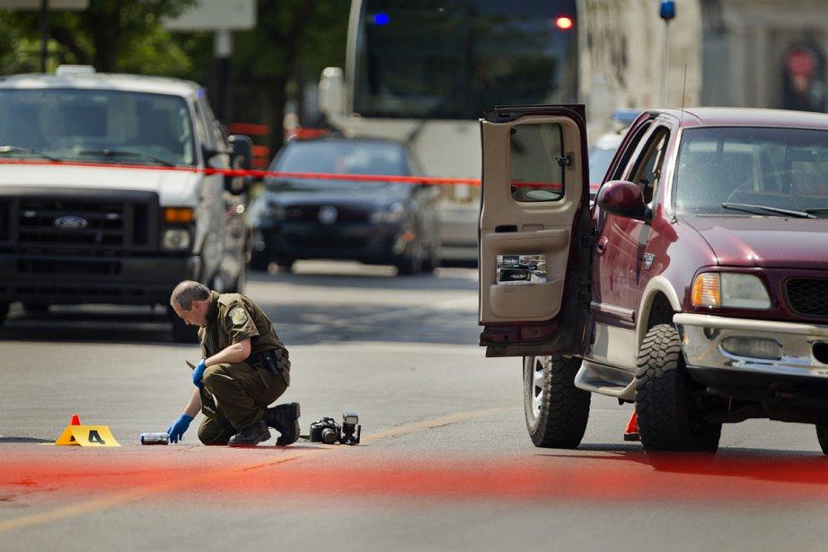 Un policier a tenté d'intercepter une voiture en... (Photo: Marco Campanozzi, La Presse)