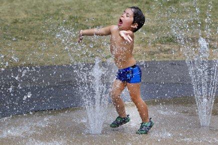 Les pointes de 35 et 38 °C, en... (Photo: Robert Skinner, La Presse)