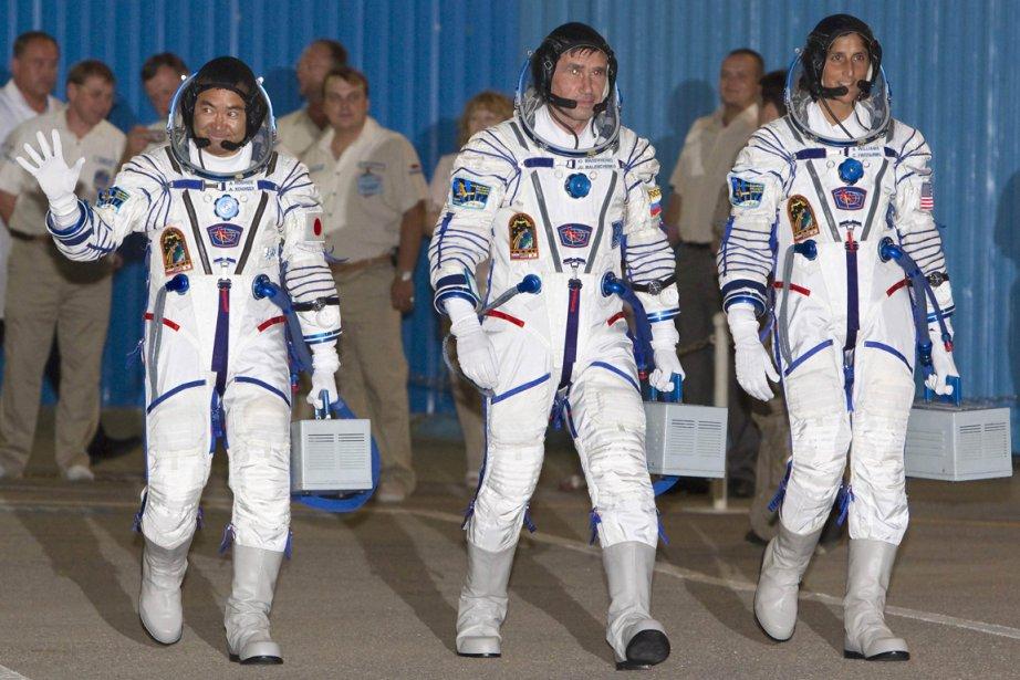 L'Américaine Sunita Williams, le Russe Iouri Malentchenko et... (Photo AFP)