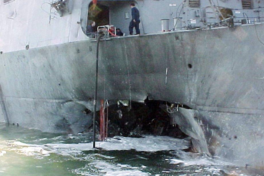 L'attentat contre l'USS Cole avait fait 17 morts... (PHOTO ALADIN ABDEL NABY, ARCHIVES REUTERS)