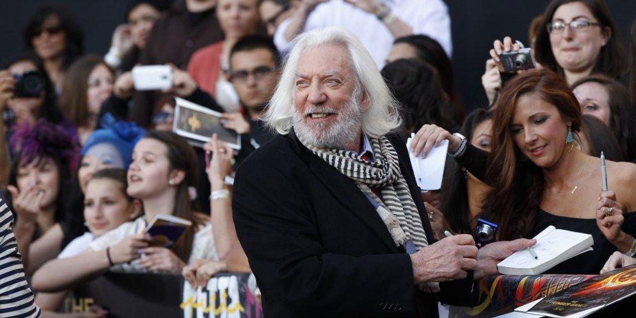 L'acteur Donald Sutherland signe des autographes à la... (Mario Anzuoni, Reuters)