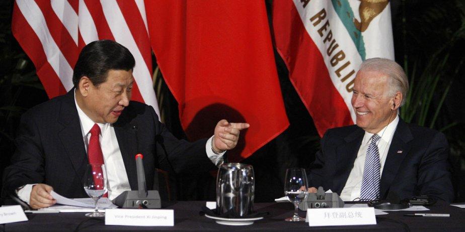 Le vice-président chinois, Xi Jinping, et le vice-président... (fournie par Reuters)